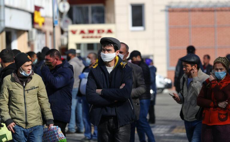 Остались на улице. Как таджикские трудовые мигранты переживают пандемию