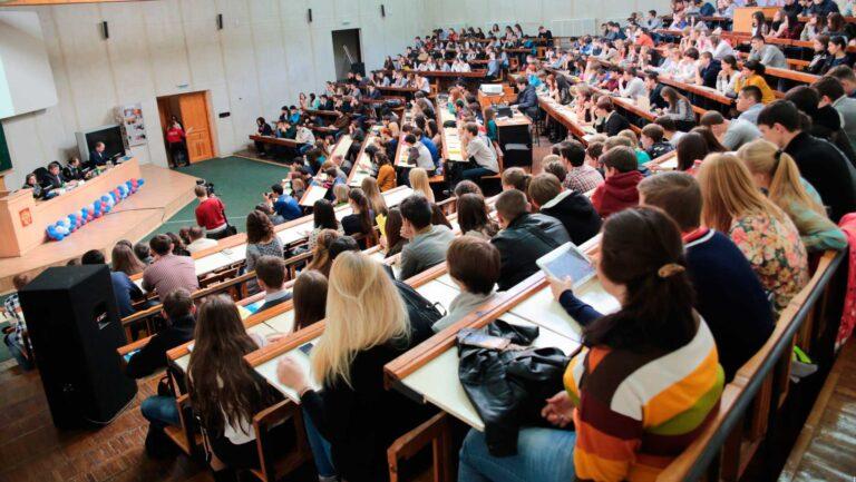 Таджикских студентов пустят в Россию
