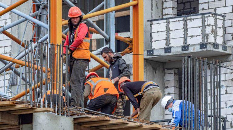 В Москве строек стало больше и не хватает около 200 тысяч трудовых мигрантов